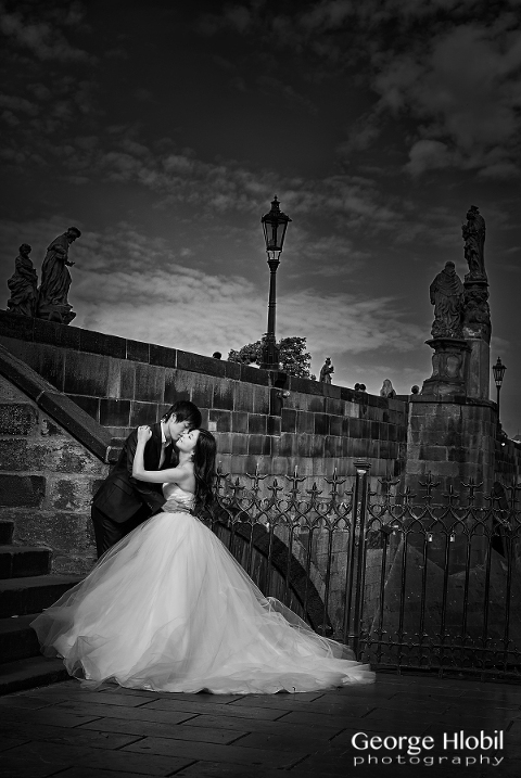 Prague pre-wedding photo shoot - Honeymoon photography Prague