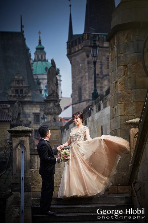 Prague wedding photo shoot - Pre-wedding photography Prague
